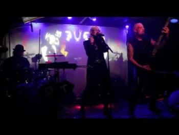 Oberer Totpunkt live bei CLASSIC Halloween im Cabaret Fledermaus (2)